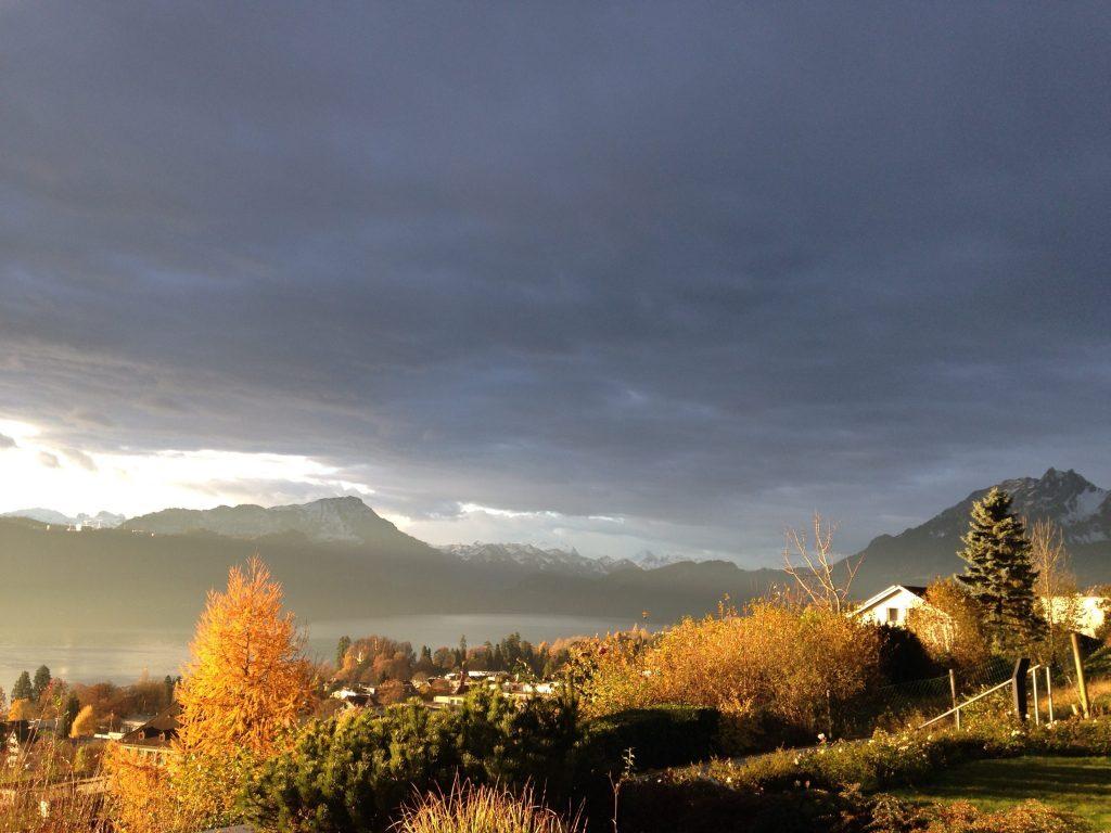 Herbstliches Leuchten über dem Vierwaldstätersee