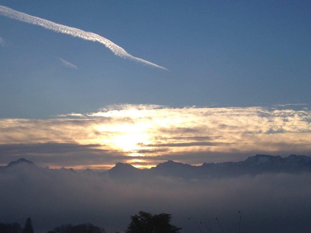 Nebel, Wolken und Sonne über Vierwaldstättersee