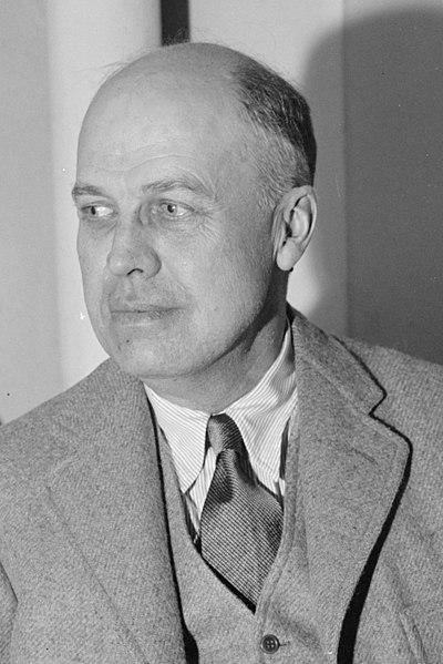 https://nn.m.wikipedia.org/wiki/Fil:Edward_Hopper,_New_York_artist_LCCN2016871478_(cropped).jpg