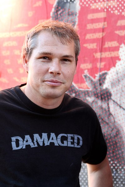 https://de.wikipedia.org/wiki/Datei:Shepard-fairey-2011-westhollywood.jpg