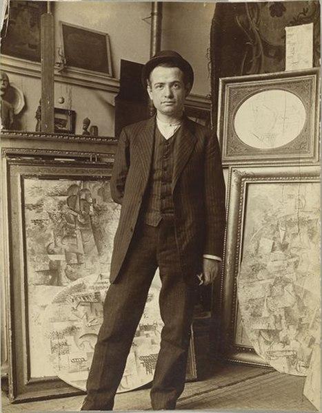 https://de.wikipedia.org/wiki/Datei:Auguste_Herbin_in_Pablo_Picasso's_studio_on_Boulevard_de_Clichy,_early_1911.jpg