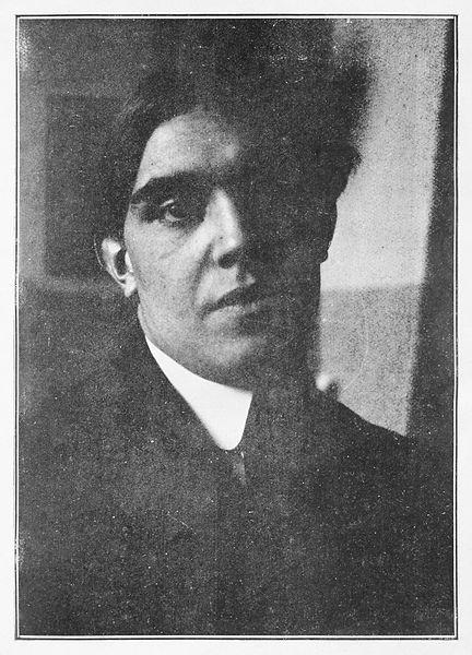 https://commons.wikimedia.org/wiki/File:Juan_Gris,_portrait_photograph,_published_in_Les_Peintres_Cubistes,_1913.jpg