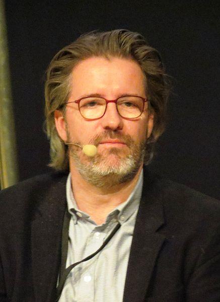 https://commons.wikimedia.org/wiki/File:Olafur_Eliasson_2015.jpg